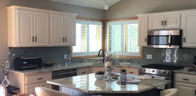 Destin kitchen with shutters and appliances