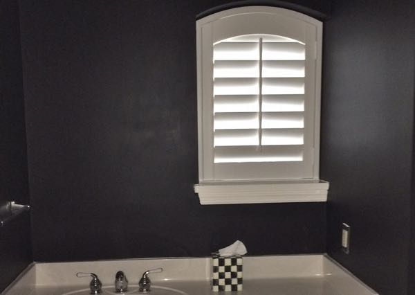 Destin small bathroom window