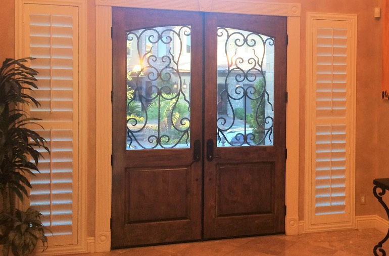 Sidelight window shutters in Destin house